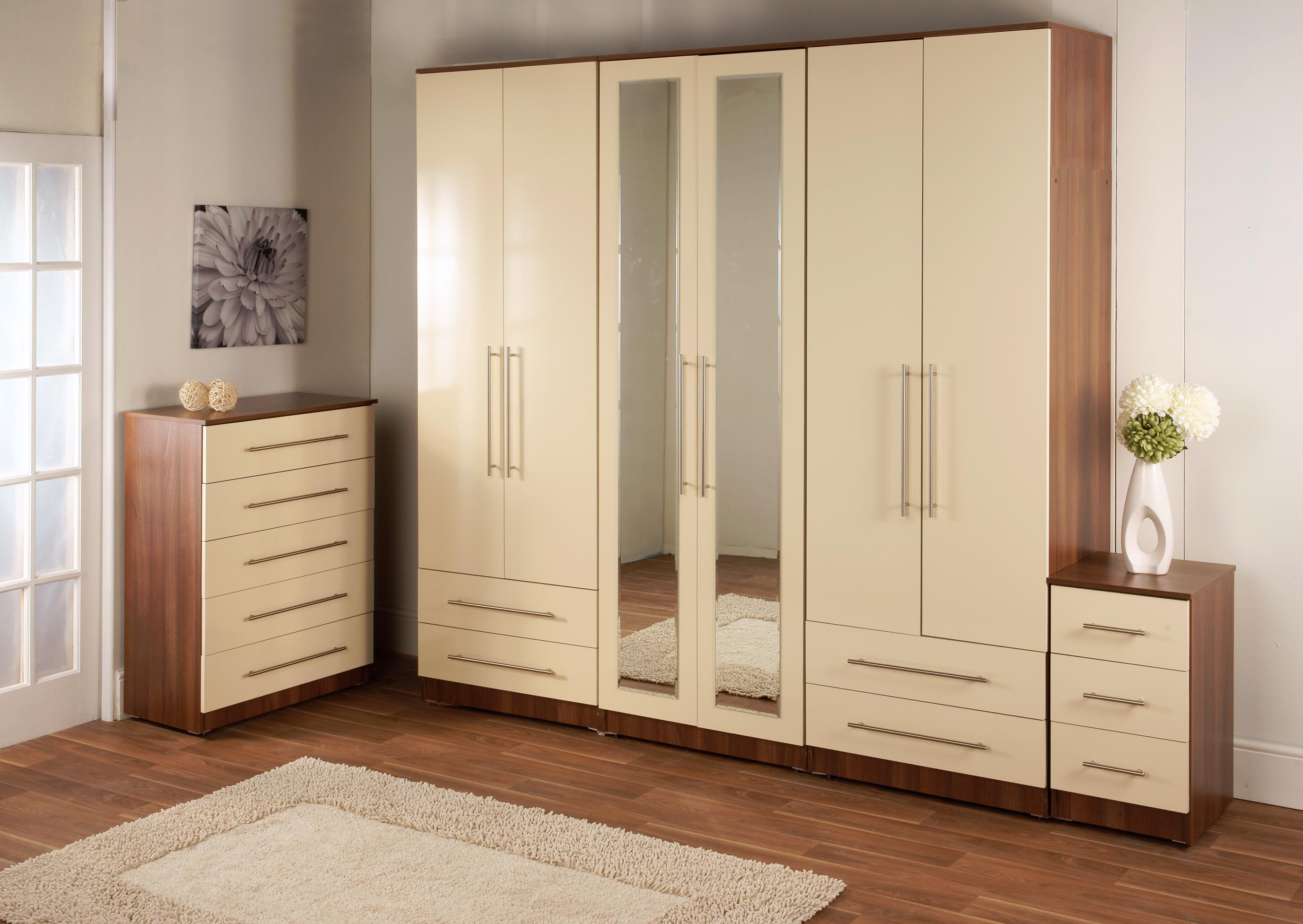 Guide to bespoke fitted bedroom furniture service in london for Bedroom furniture cupboard designs