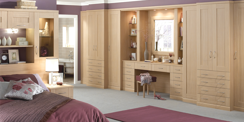 Fitted wardrobes fitted bedroom wardrobes london for Fitted bedroom ideas for small rooms
