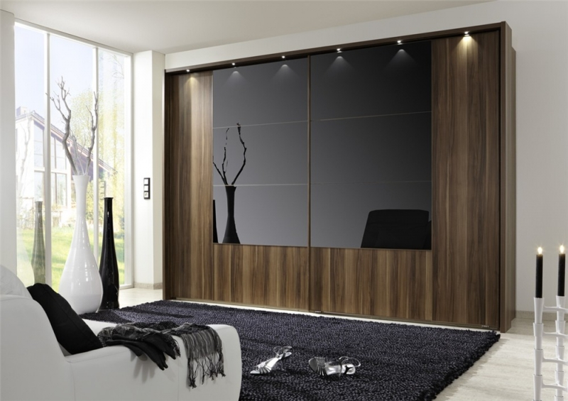 walnut-frame-with-black-glass-featuring-passe-partout-frame-with-spotlights